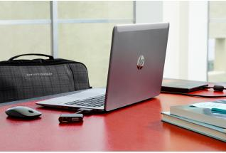 HP EliteBook Folio 1040 on conference table with accessoires
