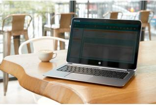 HP EliteBook 1040 with Sure View in Cafe