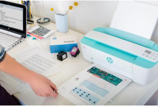 A girl printing a report on a HP DeskJet 3755 All-in-One using a HP Instant Ink Welcome Kit.