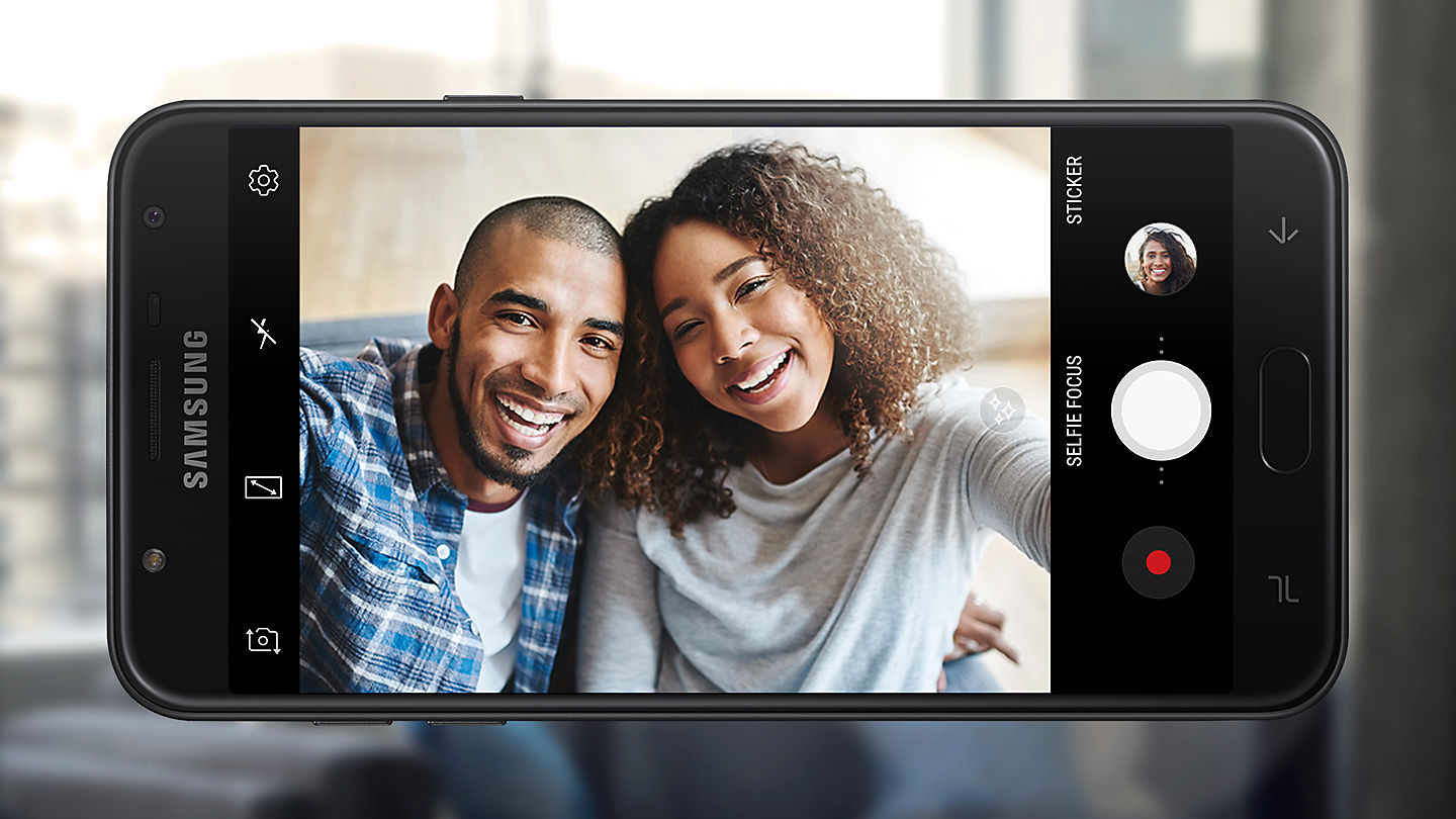 Capture Clear And Sharp Selfies Even When Its Dark Galaxy J7 Duo Lets You Take Brilliant Both Outdoors Indoors Where Lighting May Be Limited